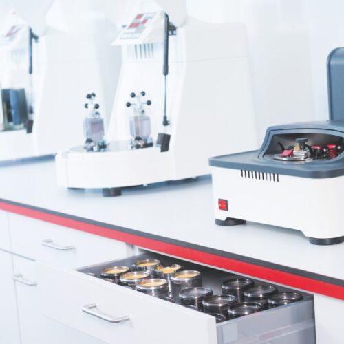 Laboratórne mlyny a sitovacie stroje